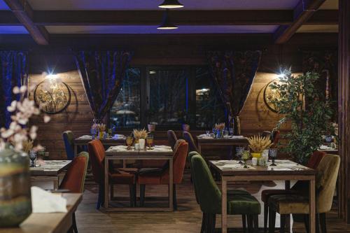 A restaurant or other place to eat at Русские Сезоны Апарт Отель Пересвет