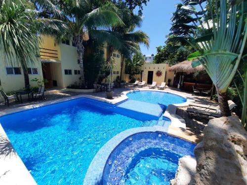 Der Swimmingpool an oder in der Nähe von Hotel LunaSol