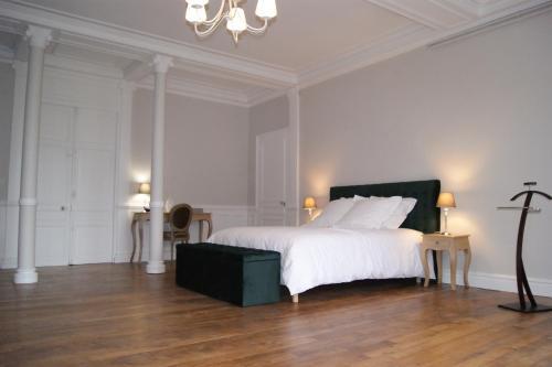 A bed or beds in a room at Gite la chaumière Le chateau de la Brosse