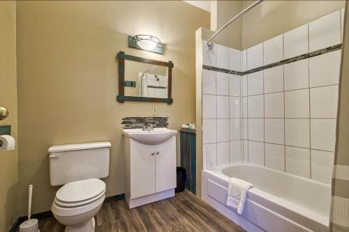 A bathroom at The Inn at Spences Bridge