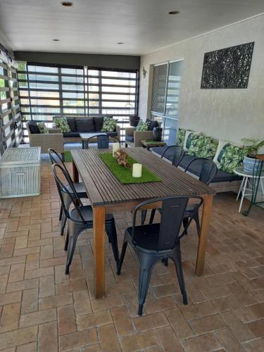 A restaurant or other place to eat at Family Oasis @ Broadbeach