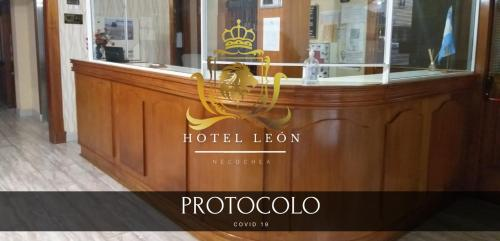 The lobby or reception area at Hotel Leon