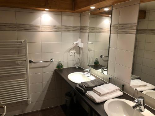 A bathroom at Golf du Rochat