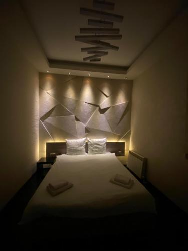 A bed or beds in a room at Ararat