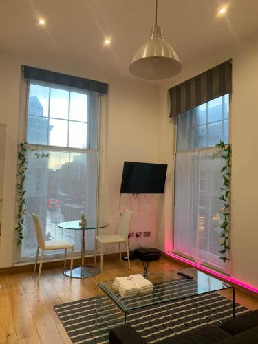CENTRAL PREMIUM APARTMENT - 1 minute from Newcastle Monument
