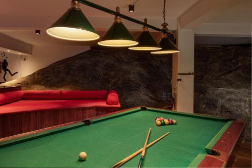 A pool table at Earl's Regency Hotel