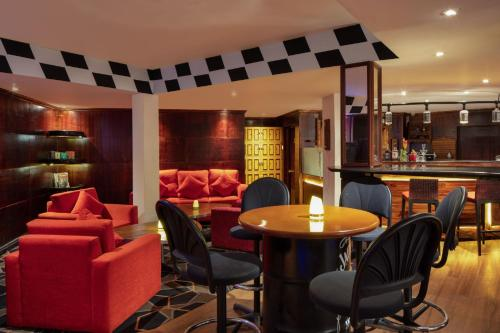 The lounge or bar area at Earl's Regency Hotel