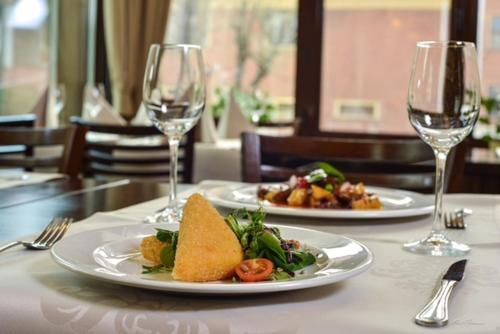 Lunch and/or dinner options for guests at Hotel Arges Pitesti