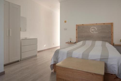 Uma cama ou camas num quarto em Azorean Stones House AP B, Vila do Porto, Açores