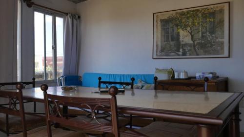 Un restaurante o sitio para comer en Complejo Aguazul