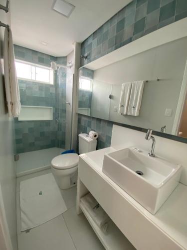 A bathroom at Bianca Praia Hotel