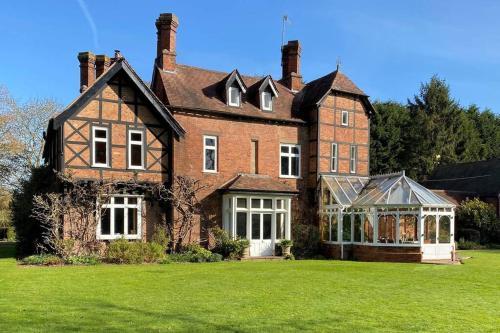Historic large house set within beautiful gardens