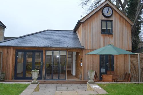 Cedar Lodge 2 ensuite bedroom cottage near Bath