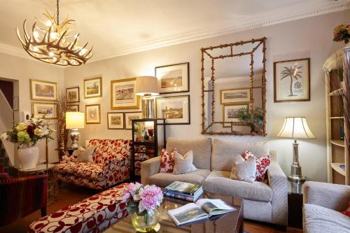 A seating area at The Ormond At Tetbury