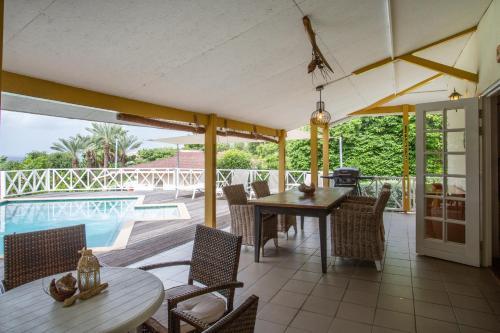 Um restaurante ou outro lugar para comer em Piscadera Bay Resort 35