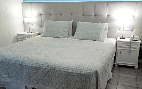 Una cama o camas en una habitación de Hotel San Martín
