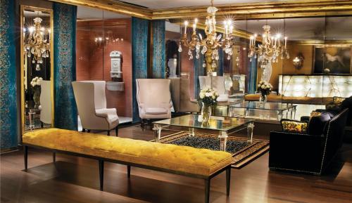 The lounge or bar area at Mansion on Forsyth Park, Kessler Collection