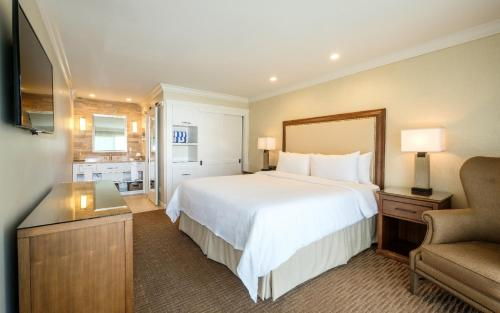 A bed or beds in a room at Silverado Resort and Spa