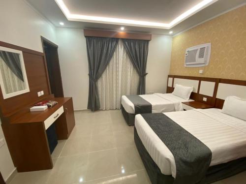 سرير أو أسرّة في غرفة في غالية أحد