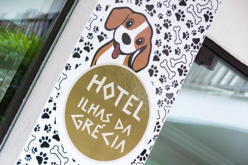 Placa ou logotipo do hotel