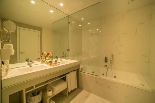 A bathroom at Hotel do Parque