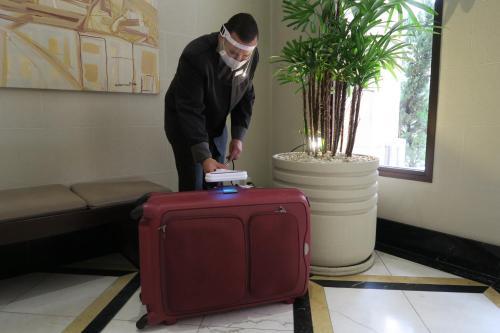 Лобби или стойка регистрации в George V Residence Casa Branca