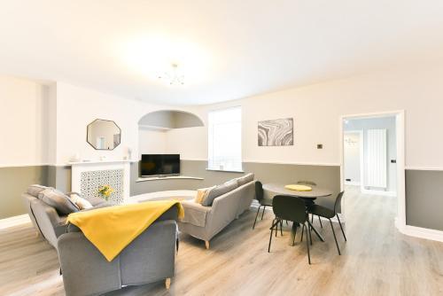 Breathtaking 4 Bedroom House - Free Parking