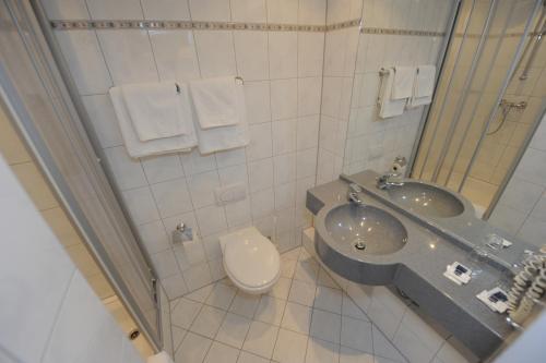 Ein Badezimmer in der Unterkunft Hotel Heldt Dependance
