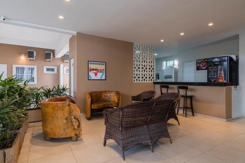 The lobby or reception area at Mega Aeroporto Fortaleza Hotel