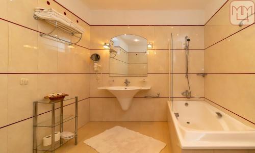 A bathroom at Zvenigorod Resort Merii
