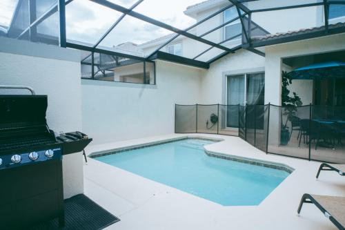 The swimming pool at or close to Luxury Thownhouse with private pool