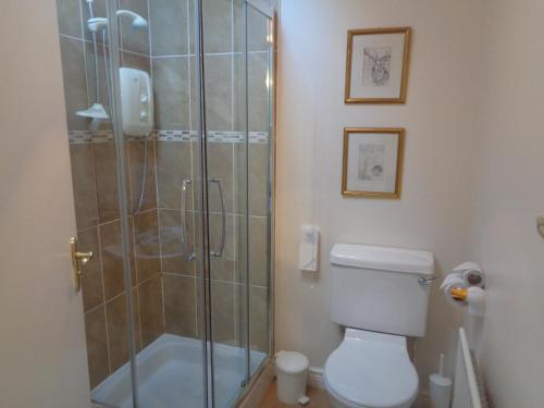 A bathroom at Dromard Guest Accommodation