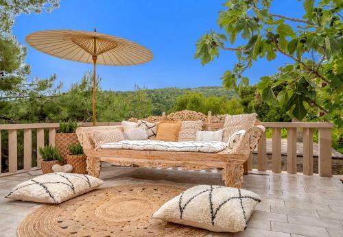 Villa Punti Waterfront - 4 Bedroom Villa - Sea Front villa with Stunning views