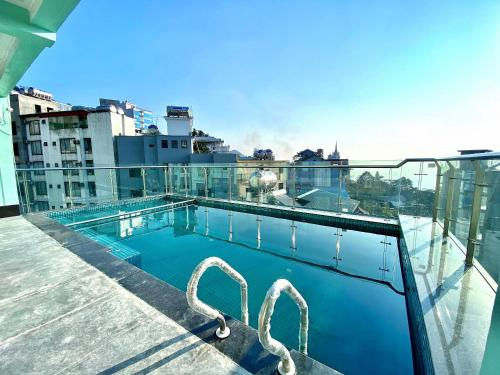 The swimming pool at or close to Anh Minh Hotel
