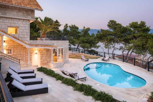 Villa Ruzma Grande - 7 Bedroom Villa - Stunning Sea Views - Great Pool Area