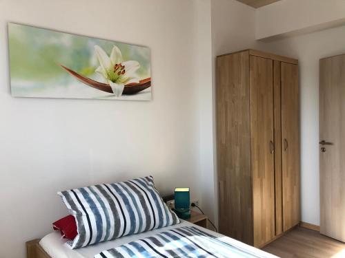 Ein Bett oder Betten in einem Zimmer der Unterkunft Schlafen wie Zuhause Avianaart Monteur und Ferienwohnung