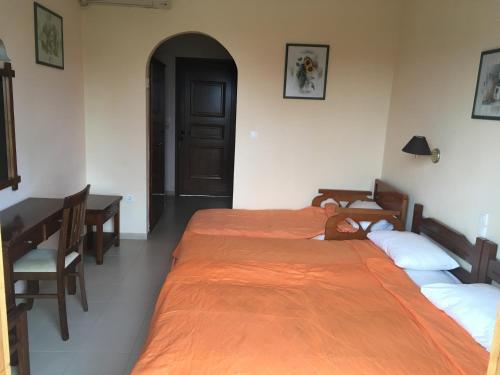 Ένα ή περισσότερα κρεβάτια σε δωμάτιο στο Vontzos Hotel