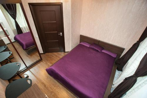 A bed or beds in a room at Business Brusnika Apartments VDNKH