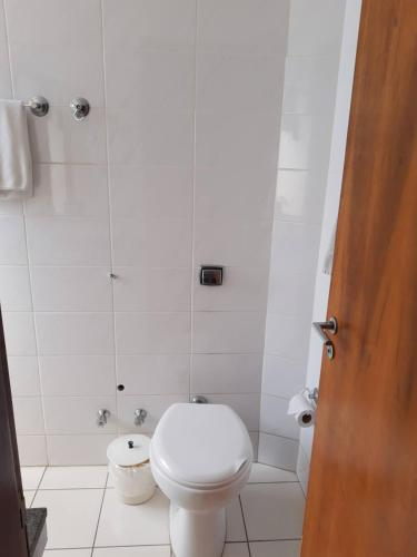 Um banheiro em Guaíra Palace Hotel