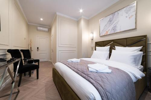 A bed or beds in a room at Hotel LeMar