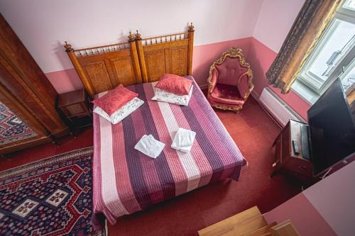 A bed or beds in a room at Nina Kordon Guesthouse