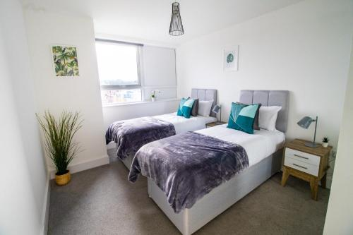 Central Maidstone Apartment by ComfyWorkers