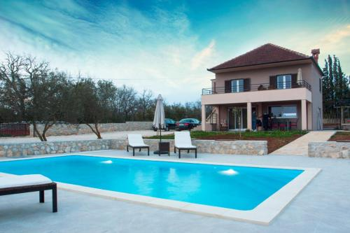Two bedroom villa with swimming pool for a pleasant stay - AE1181