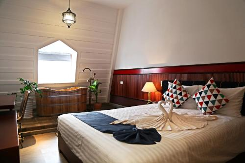 A bed or beds in a room at Casanova Dalat Hotel