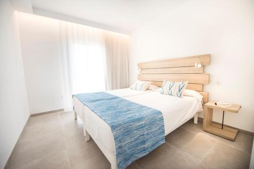 Een bed of bedden in een kamer bij Seaclub Mediterranean Resort