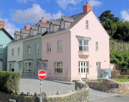 **Beautiful House in the center of Tenby**Sleeps 8**Free Parking**