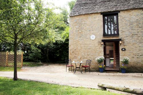 Dovecote - Quirky 1 Bed in a Canal-Side Hamlet