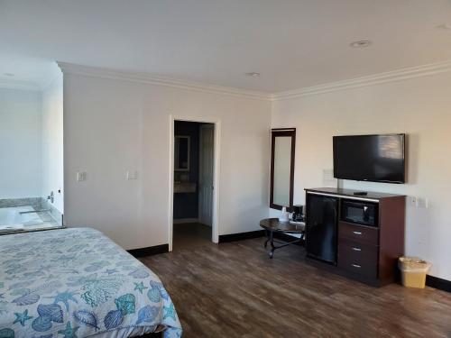 A television and/or entertainment center at Ocean Surf Inn & Suites