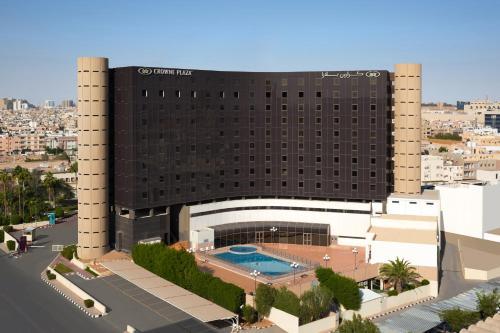 منظر المسبح في كراون بلازا قصر الرياض او بالجوار