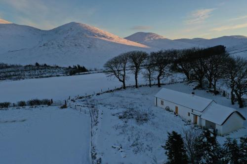 Thistle Thatch Cottage and Hot Tub - Mourne Mountains